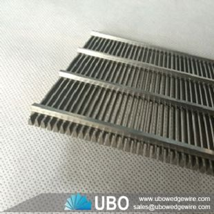 Wedge wire screen panel for fish diversion